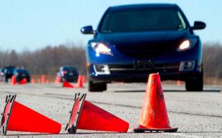 Разворот в ограниченном пространстве — как выполнить упражнение на автодроме?