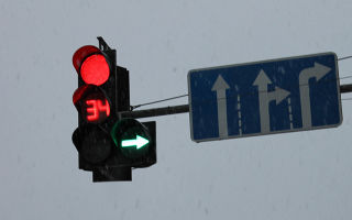 Дорожный знак движение по полосам — характеристика указателя и зона действия