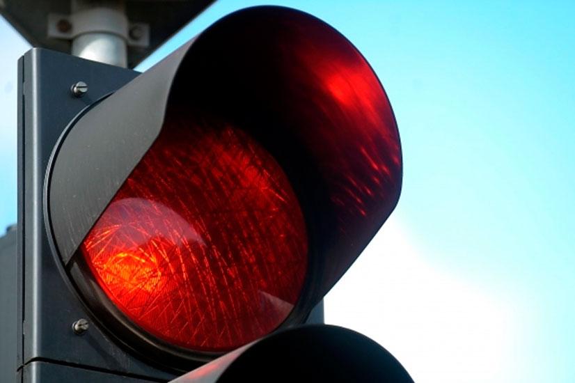 Проезд на красный свет - штраф или лишение водительских прав?