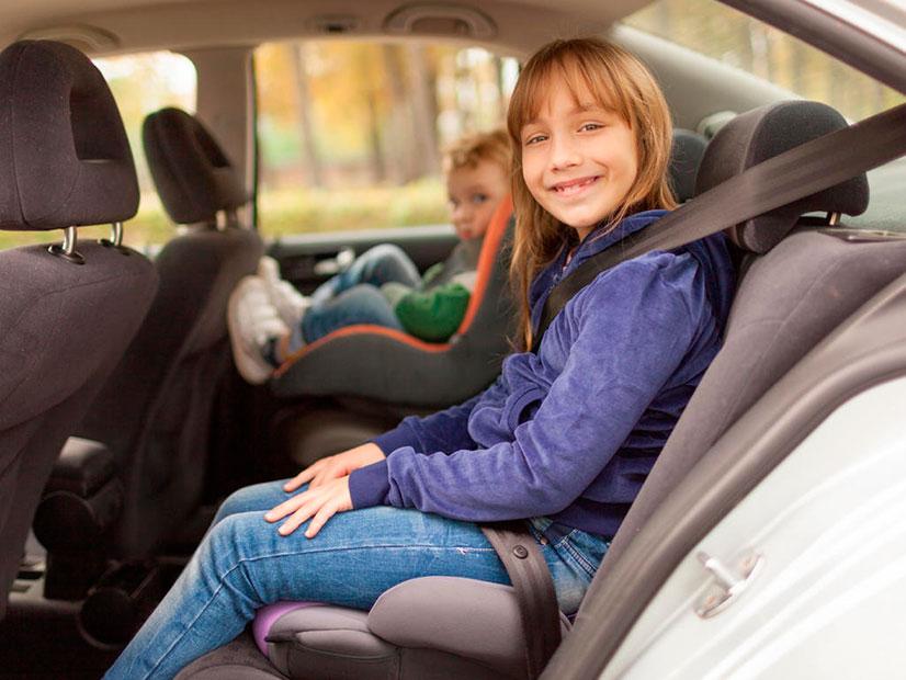Бустер для детей в автомобиль