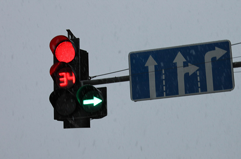 Дорожный знак движение по полосам - характеристика указателя и зона действия