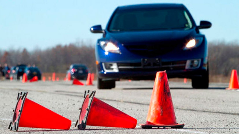 Разворот в ограниченном пространстве - как выполнить упражнение на автодроме?