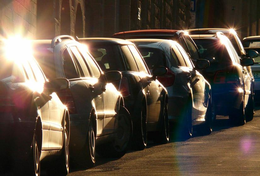 Как правильно парковаться задним ходом между двумя автомобилями?